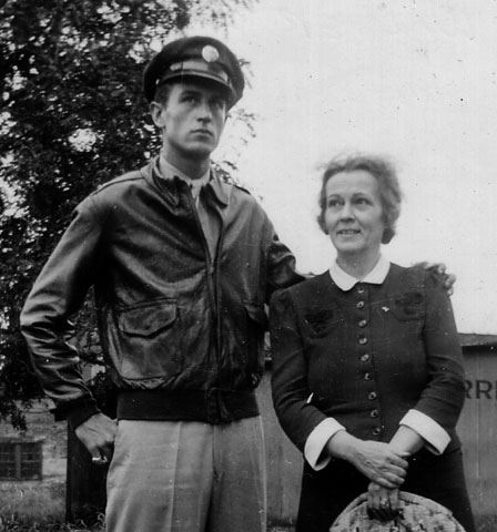 Walter_and_Mom_1943